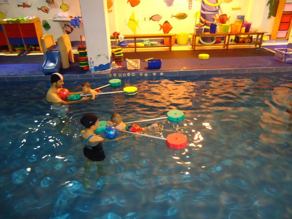 Frases que nos hacen felices trampolin nataci n infantil for Piscina juan de toledo